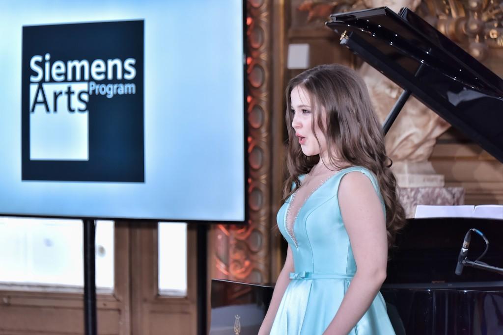 Photo of Liubov Medvedeva during her performance