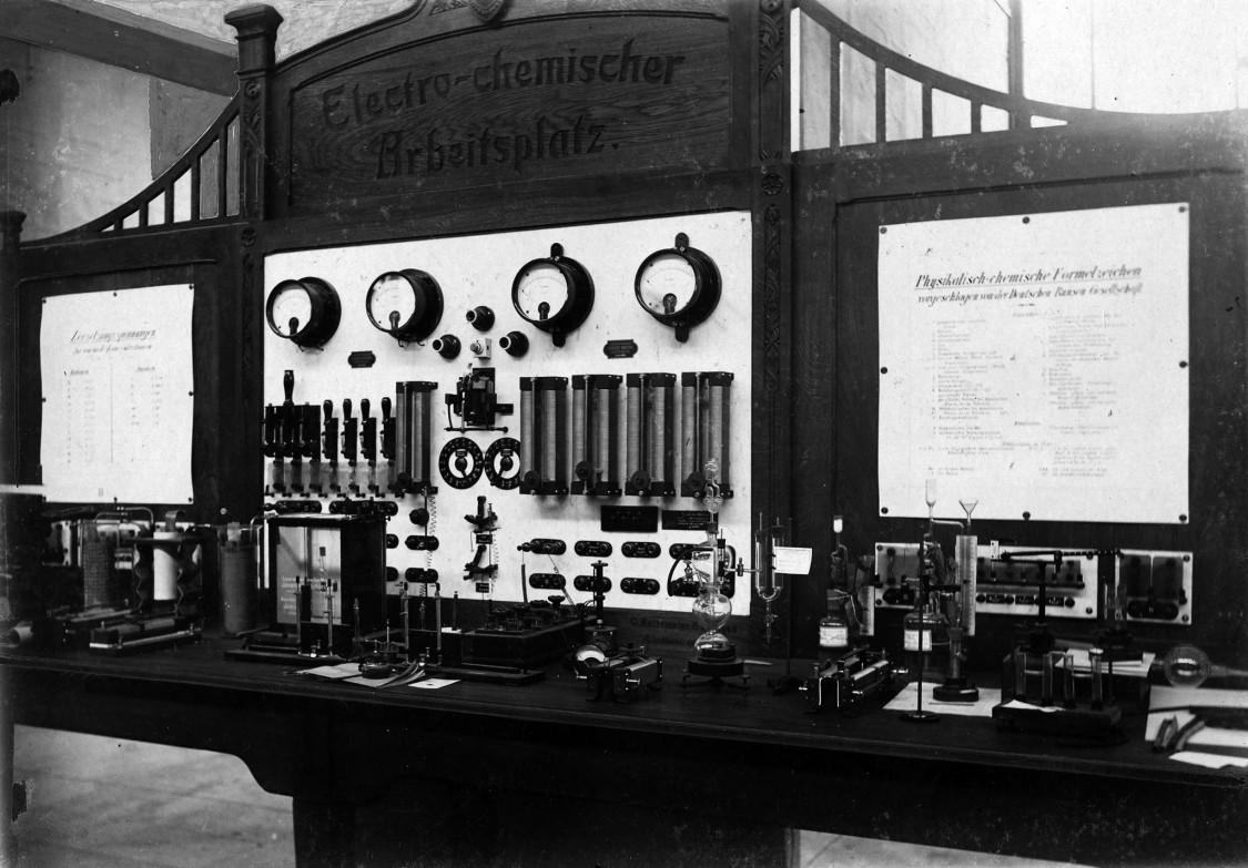 Elektro-chemischer Arbeitsplatz in der Chemischen Abteilung, 1904