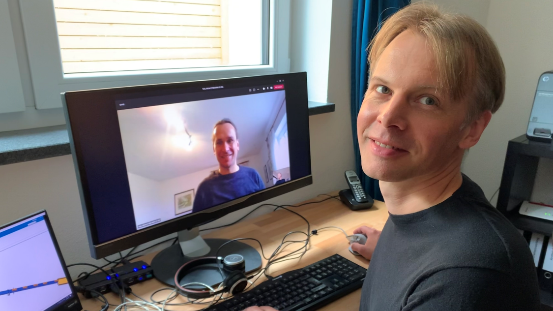 Martin Bischoff (R), Michel Tokic (L), and their team succeeded in using AI in control applications, performing the AI training on the digital twins, and loading AI controllers on Siemens SIMATIC control units.