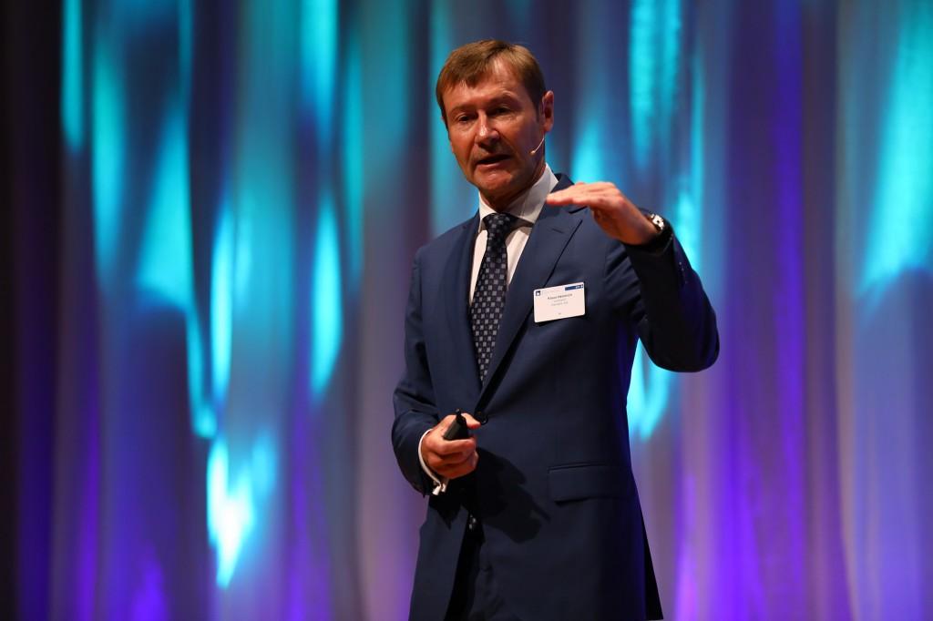 """Klaus Helmrich, Managing Board Member of Siemens AG, at the """"Forum Deutscher Mittelstand"""" (German SME Forum) in Stuttgart."""