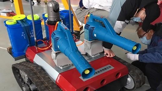 雾化炮可以独立调节角度,实现 360 度无死角消毒。