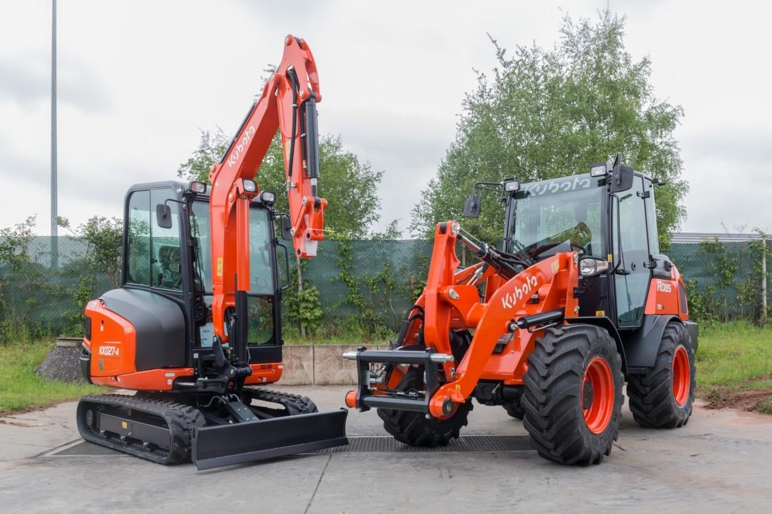 Imagem de duas máquinas de construção