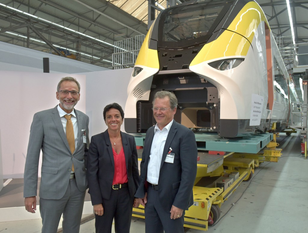 From left: Sabrina Soussan, CEO of the Siemens Mobility Division; Volker M. Heepen, Managing Director of Landesanstalt Schienenfahrzeuge Baden-Württemberg (SFBW), and David Weltzien, Chairman of the Regional Management of DB Regio AG in Baden-Württemberg.
