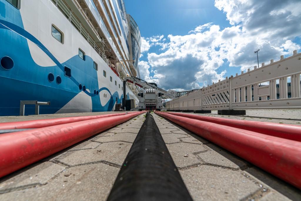 Landstromanlage für Parallelbetrieb mit zwei Schiffen im Seehafen Kiel