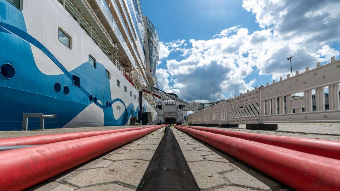 Kabelzuführungssystem im Seehafen Kiel.