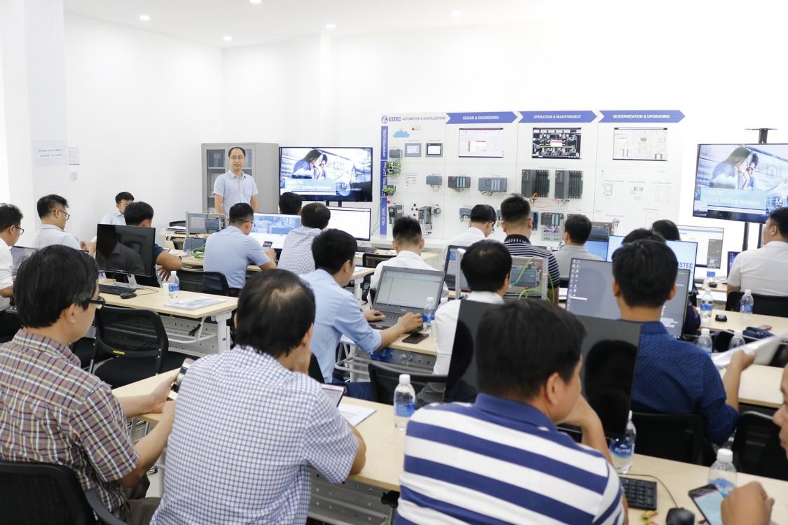 Đào tạo kỹ thuật cho giảng viên miền Trung