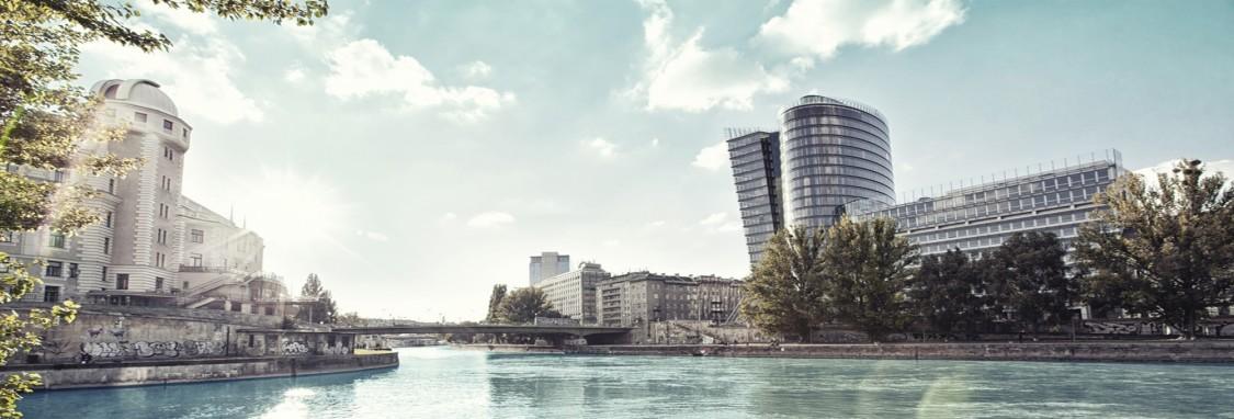 Panorama der Innenstadt in Wien mit dem Donaukanal