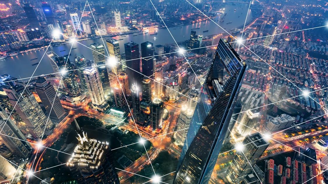 Vogelperspektive einer Stadt mit Digital Layer