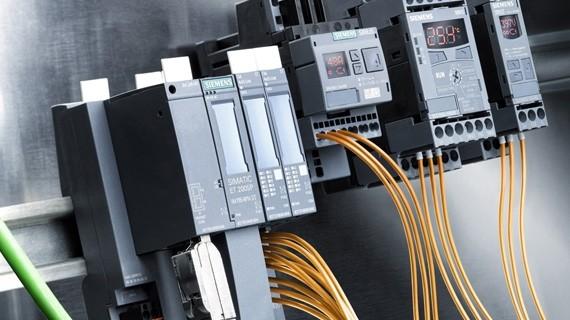 Komponenty řídicí jednotky pro komunikaci IO-Link