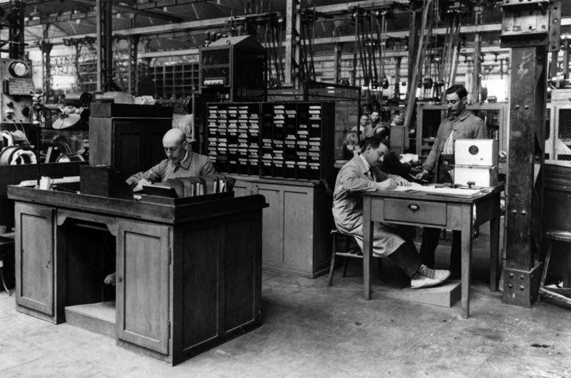 Mustergültig organisiert – Fábrica de Cornellá, ca. 1920