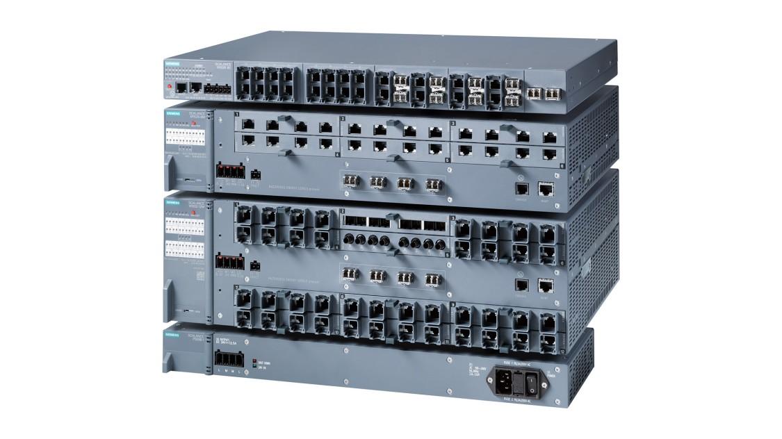 Bild mehrerer SCALANCE X-500 Industrial Ethernet Rack-Switches, übereinander aufgebaut
