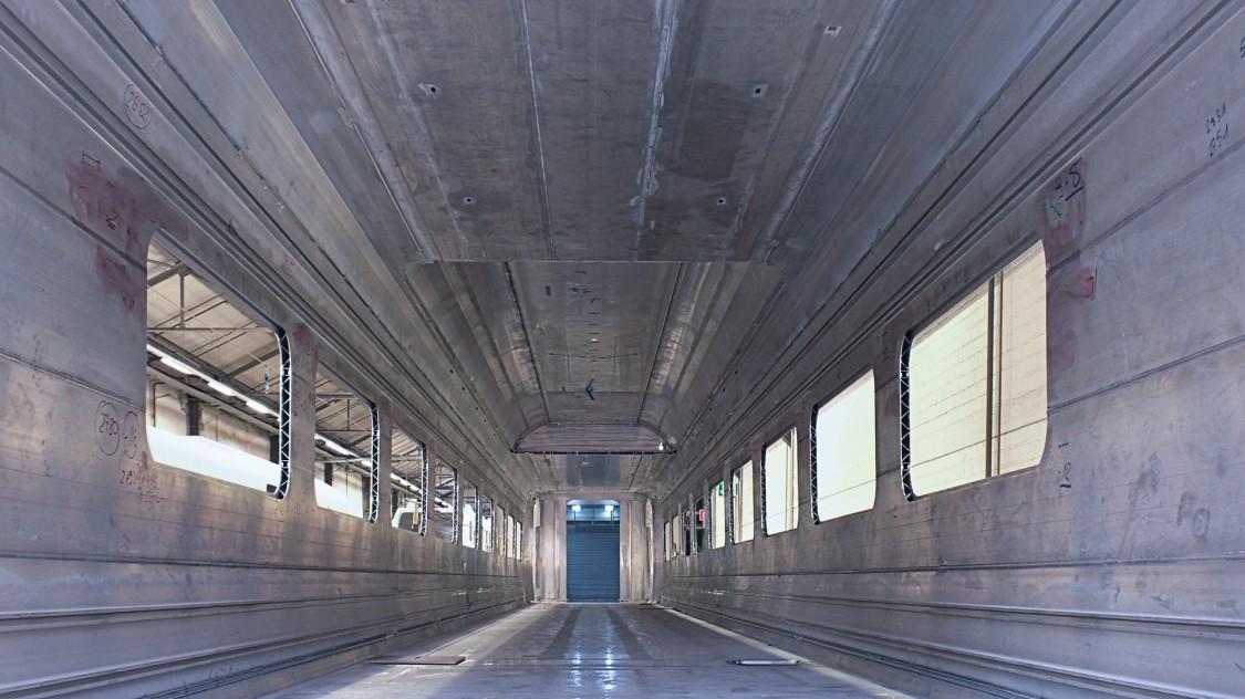 leerer Zugwagen im Rohzustand ohne jegliche Innenraumgestaltung