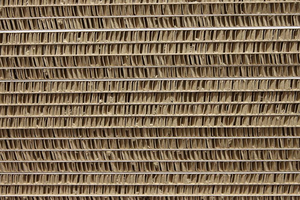 Skivorna, 8–35 mm tjocka, har en stående patenterad lösning. Materialet är helt utan miljöfarliga ämnen, FSE-certifierat och spårbart.