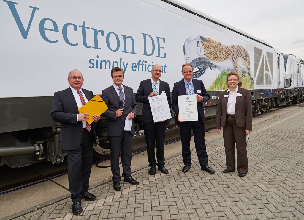 In the picture (l-r): Gerald Hörster, President Federal Railway Authority (EBA); Jürgen Wilder, CEO Siemens Business Unit Locomotives & Components; Andreas Thomasch, Head Head of Directorate Rolling Stock and Operations of EBA; Klaus Bosch, CEO TÜV SÜD Rail; and Doris Mohr, Project Manager Vectron-Certification TÜV SÜD Rail/Railcert.