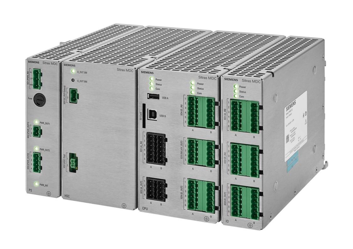 Controlador digital modular Sitras MDC da Siemens para fonte de alimentação de tração CC.
