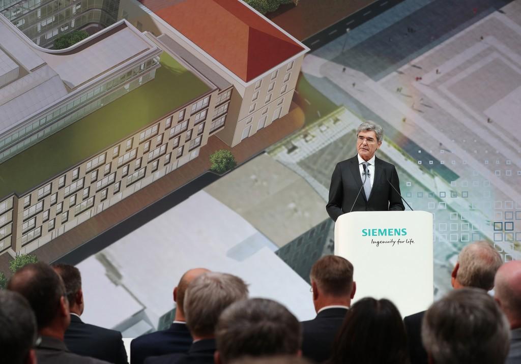 """Feierliche Eröffnung der neuen Siemens-Konzernzentrale 24. Juni 2016     """"Mit unserer neuen Konzernzentrale wollen wir ein Zeichen setzen für das Miteinander von globaler Unternehmerschaft, gesellschaftlicher Integration und nachhaltigem Handeln. Von hier aus wollen wir die Zukunft unseres Unternehmens gestalten. Das neue Gebäude soll stets ein Ort sein des respektvollen Miteinanders, eines offenen hierarchiefreien Dialogs und geprägt durch ein hohes Maß an Selbstbestimmung und Eigenverantwortung"""", sagte Joe Kaeser, Vorstandsvorsitzender der Siemens AG, anlässlich der Eröffnung der neuen Konzernzentrale. .  Reference Number: IM2016060807CODE    Seite empfehlen        .         .        Link zum Pressebild  www.siemens.com/press/IM2016060807CODE     Copyright  Nutzungsbedingungen für Siemens-Pressebilder      Download  high-res      Links  Feature: Neue Siemens-Konzernzentrale, München   Weitere Bilder: Eröffnung der neuen Siemens-Konzernzentrale"""