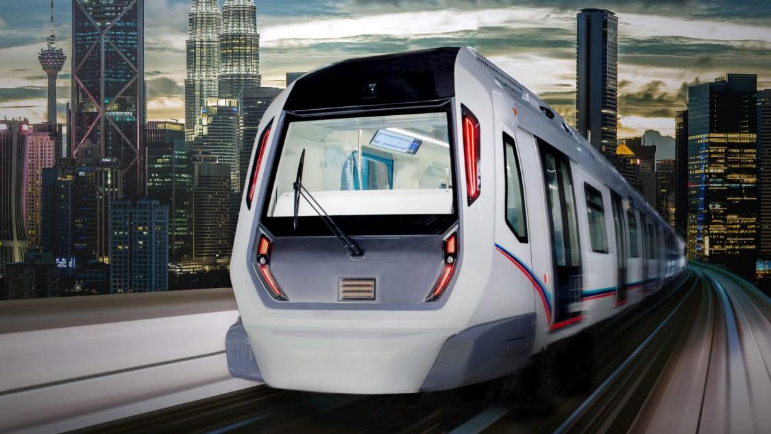 Eine Siemens Mobility Inspiro Metro bei der Fahrt über die Gleise. Im Hintergrund ist die Skyline einer Metropole zu sehen.