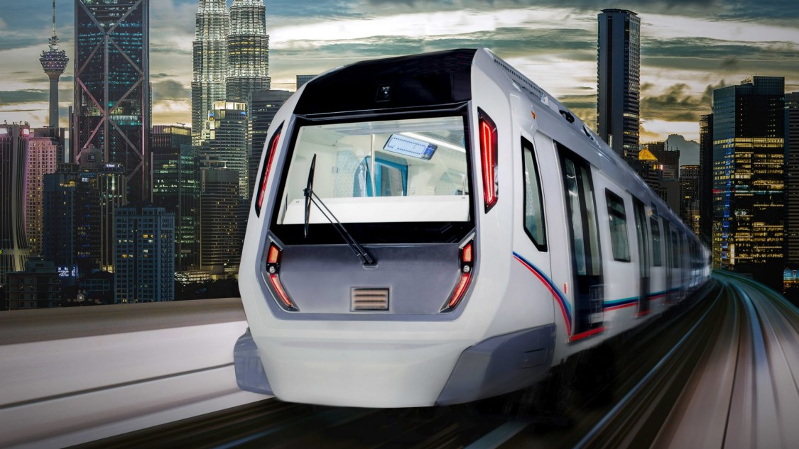 A Siemens Mobility Inspiro Metro driving along the tracks. The skyline of a metropolis can be seen in the background.