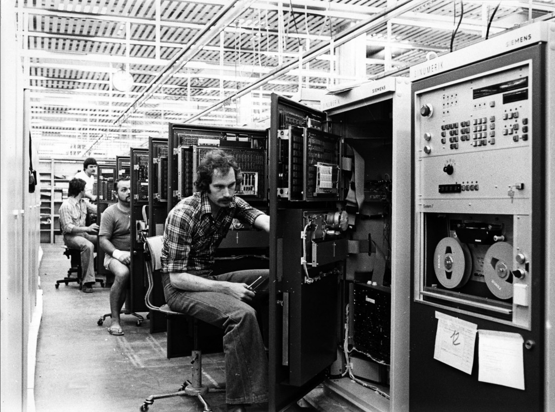 Mass production of SINUMERIK controls at the Erlangen plant, 1977