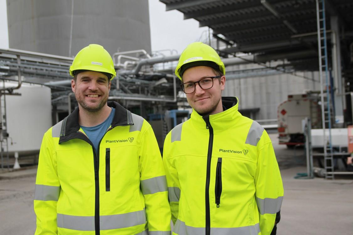 PlantVisions Johan Bergstrand, automationsingenjör, och Marcus Lundmark, projektledare, hjälper OKQ8 att rusta för framtiden. Förutom depån i Sundsvall automatiseras även depåerna i Västerås och Karlstad.