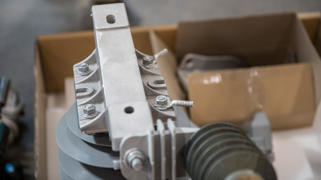 CMR compact modular recloser integrated surge arrester mounting