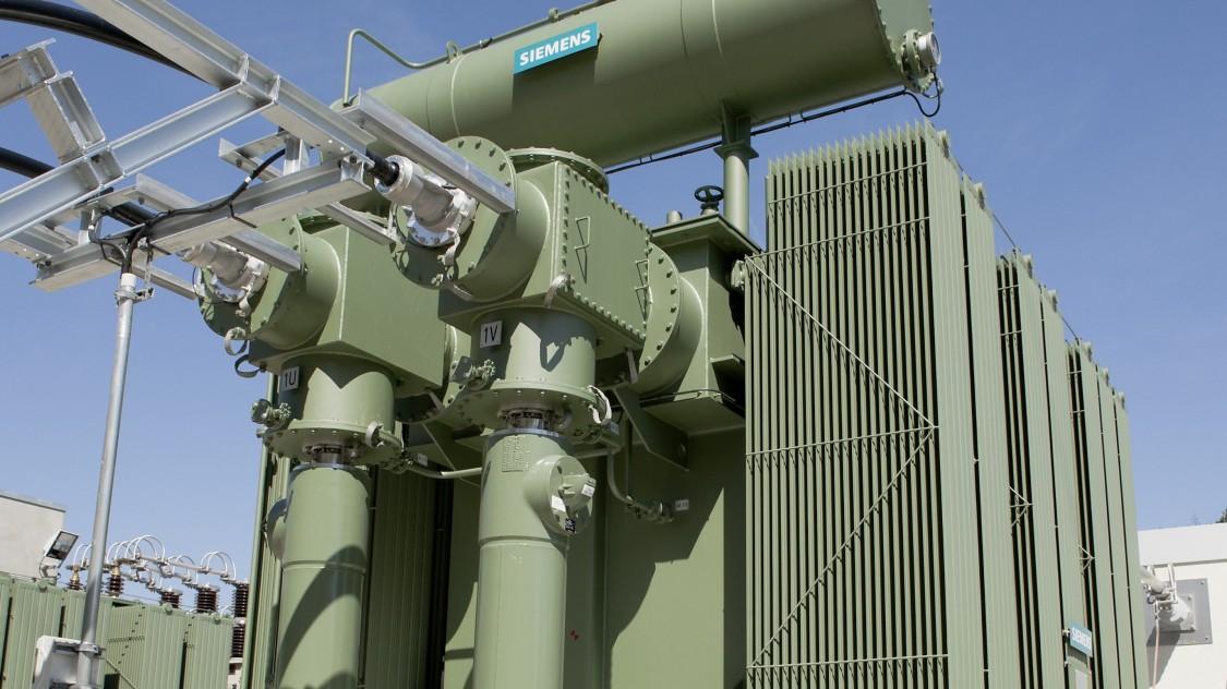 Transformadores Siemens para fonte de alimentação de tração CA.
