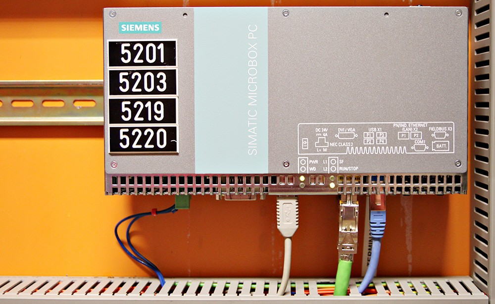 Soft-plc:n Simatic Microbox PC standardiserar gränssnittet mellan Simatic IT och Simatic PCS 7.