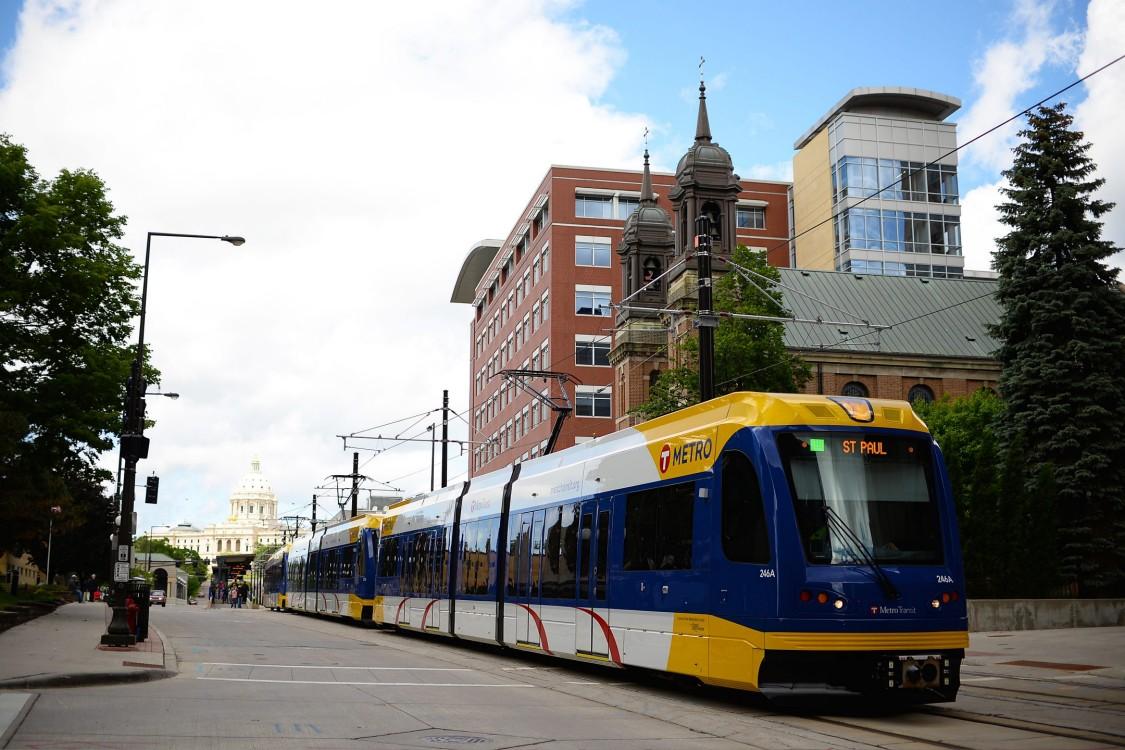 Relier les villes jumelles avec un train léger