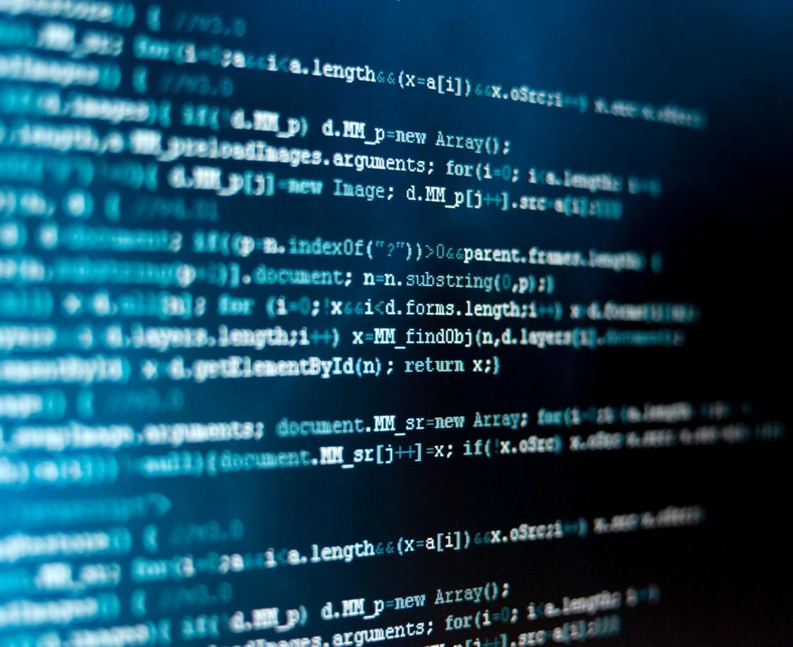 Blaue digitale Elemente, die Cybersicherheit für Schiene und Straße darstellen