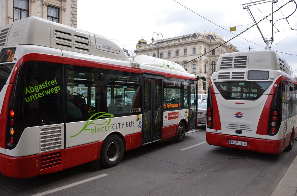 Electric buses begin to operate on regular bus routes - Fully electric buses used in daily bus route operations