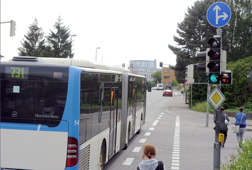 Bus auf einer Straße in Böblingen