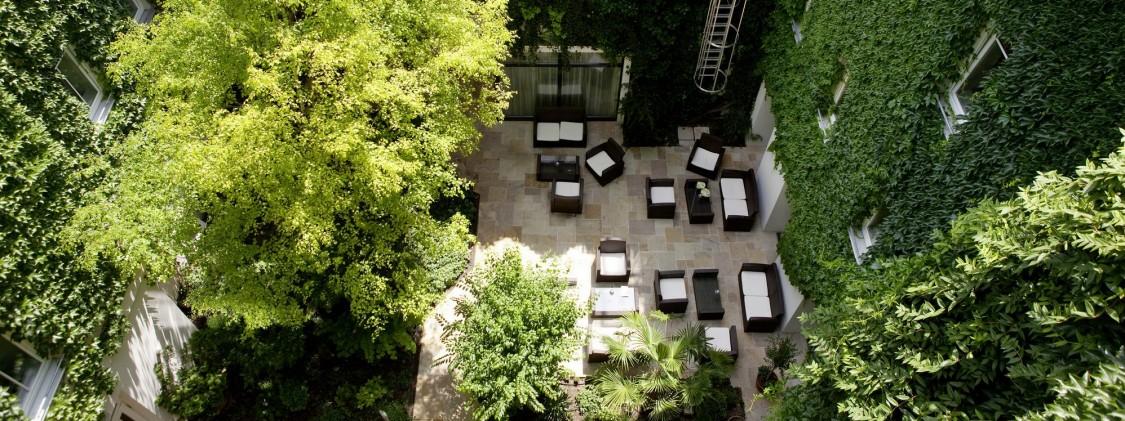 vista área do jardim do hotel sustentável stadthalle em viena