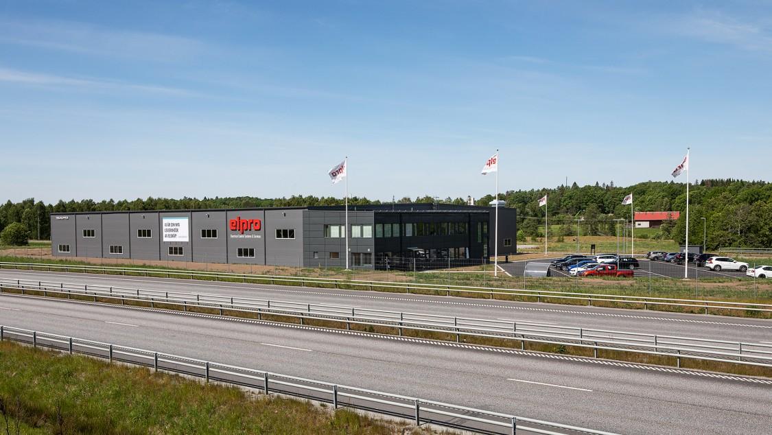 I början av 2020 flyttade Elpro in i nya lokaler vid E20 i Tokebacka industriområde utanför Alingsås.