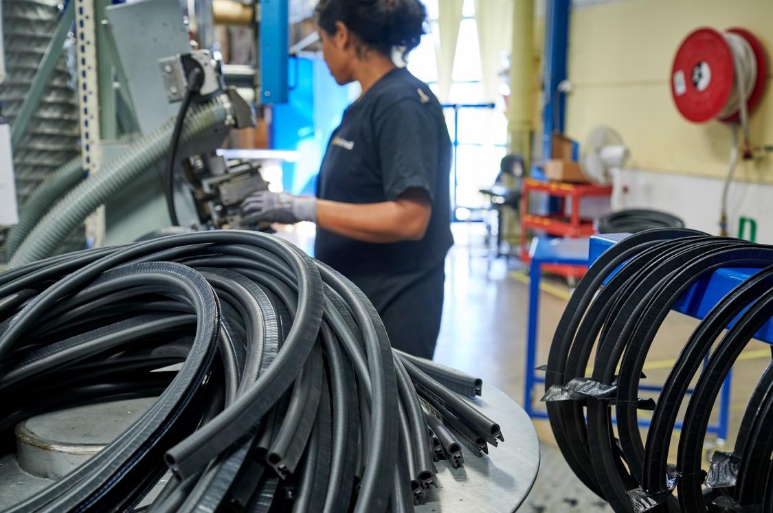 National Halmstad förser industrin med specialprodukter av polymera material, det vill säga kombinationer av plast och gummi.