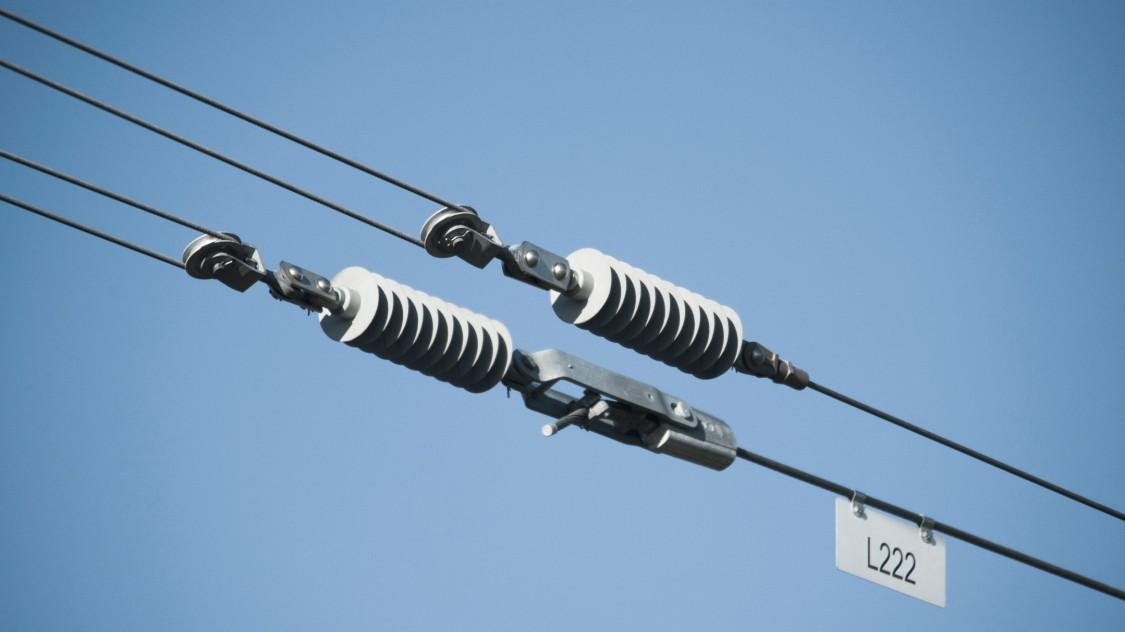 Isoladores para sistemas de linhas de contato aéreas da Siemens.