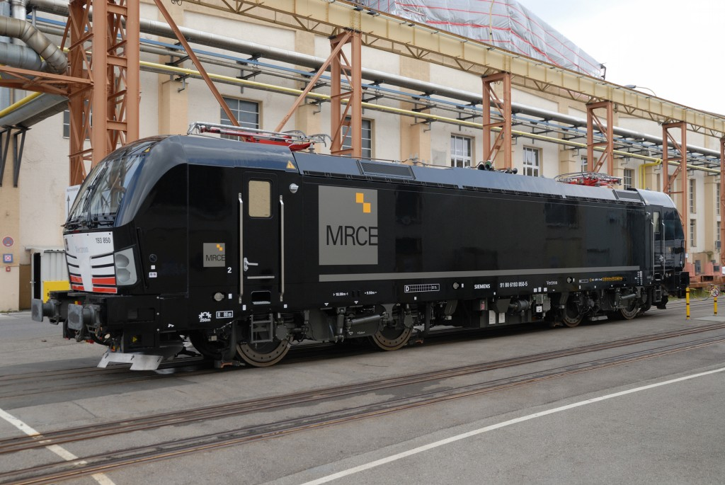 MRCE orders 15 Vectron locomotives