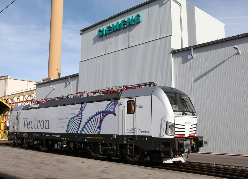 The photo shows the Vectron MS multi-system variant at the Siemens plant in Munich-Allach in November 2010.
