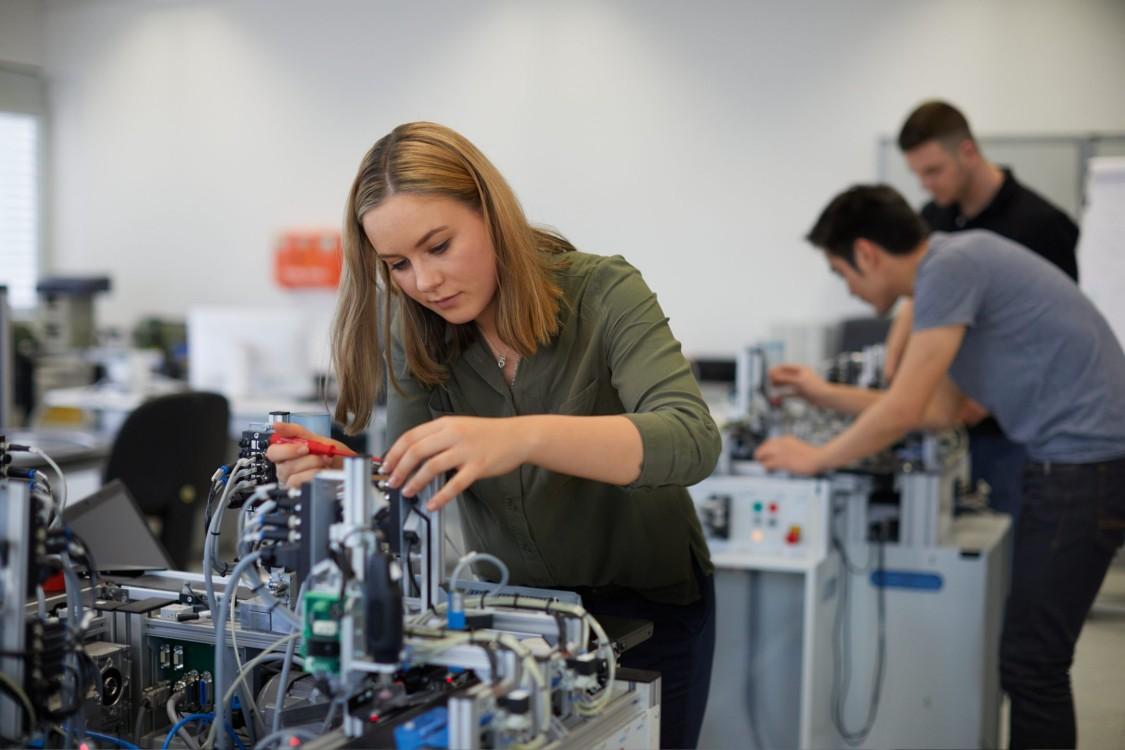 Elektrotechnik (B. Sc.) mit Ausbildung zum Elektroniker (m/w/d) für Maschinen- und Antriebstechnik