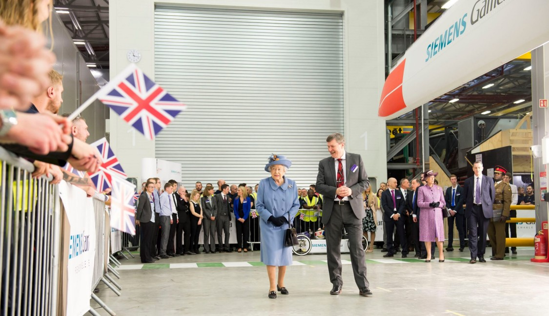 Siemens Gamesa Renewable Energy welcomed Her Majesty The Queen to its offshore wind turbine blade manufacturing factory at Alexandra Dock, Hull.